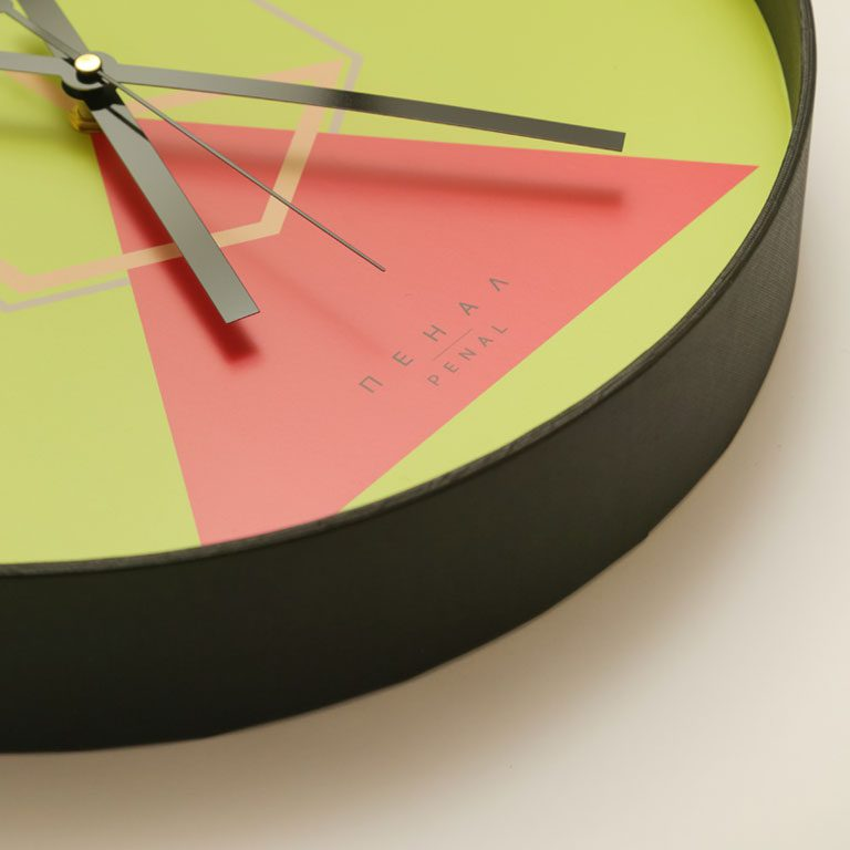 hugo wall clock close side